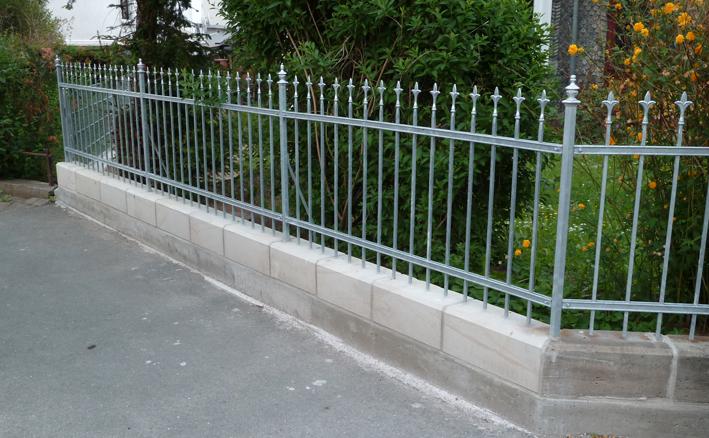 Sandstein und Zaun, Zustand neu